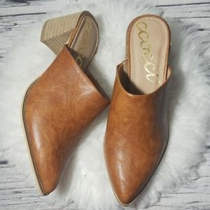 NWOT CCOCCI leather slip on mule clog block heel 8